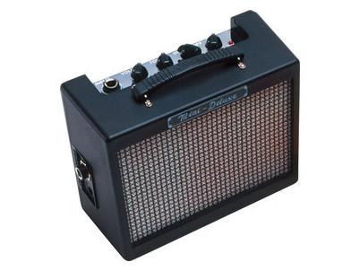 023-4810-000 MD20 Mini Deluxe Amp FENDER